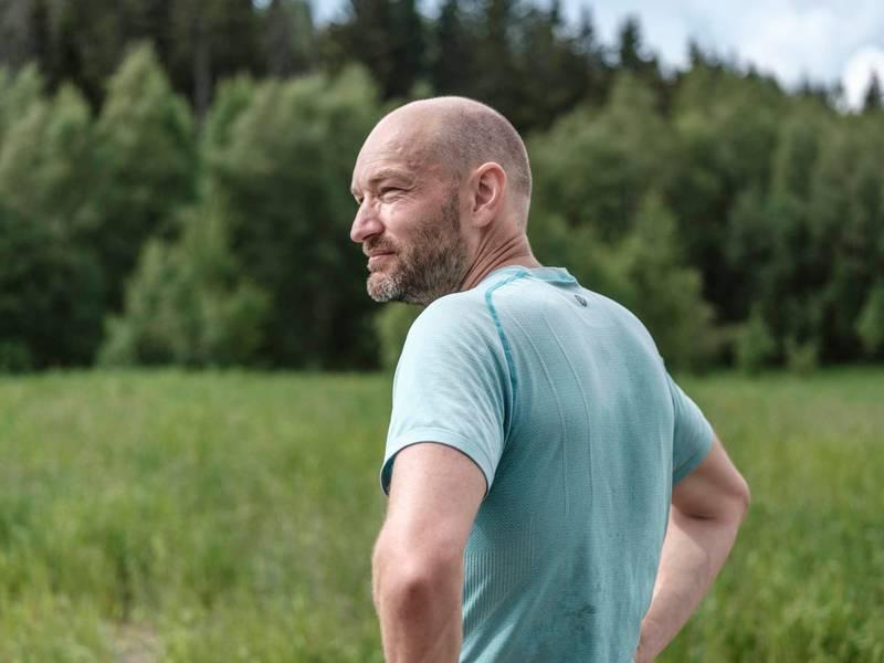 HELOMVENDING: NRKs sportskommentator Jann Post er ute med boka «Et steg foran». Her forteller han om helomvendingen han gjorde fra overvektig arbeidsnarkoman til livsglad løpeentusiast.