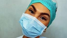 Silje Svenningsen (25) var fersk sykepleier da pandemien brøt ut: – Det har vært en bratt læringskurve