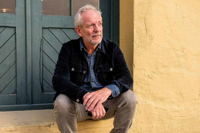 Petter Næss har regissert den nye, kritikerroste norske filmen «Ingenting å le av». Men veien fra manus til ferdig film ble lengre enn planlagt.