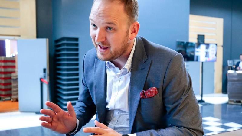 – Regjeringen legger til grunn at Statens vegvesenet arbeider med kontraktsstrategien, og ser på løsninger som gjør at vi får realisert Rogfast innen fastsatte rammer, sier samferdselsminister Jon Georg Dale (Frp).