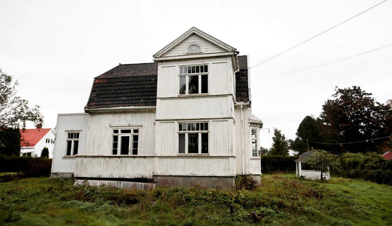 villa solum: Tone Damli og samboeren Markus Foss rev den hundre år gamle villaen ulovlig. FOTO: NTB/SCANPIX