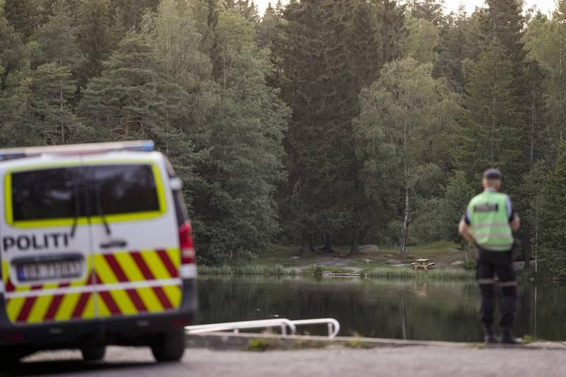 Nødetatene rykket ut til Badedammen i Groruddalen der en 33 år gammel menn døde etter en drukningsulykke. Foto: Fredrik Hagen / NTB.