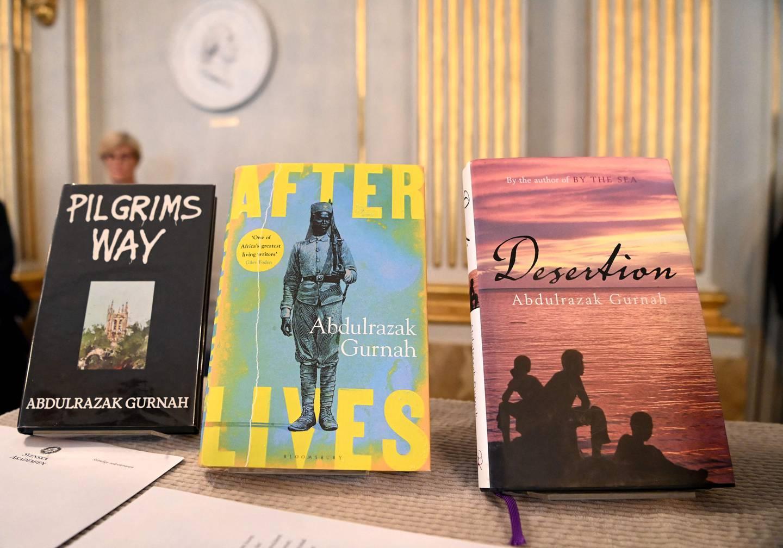 Noen av Abdulrazak Gurnahs bøker på utstilling hos Svenske Akademiet.