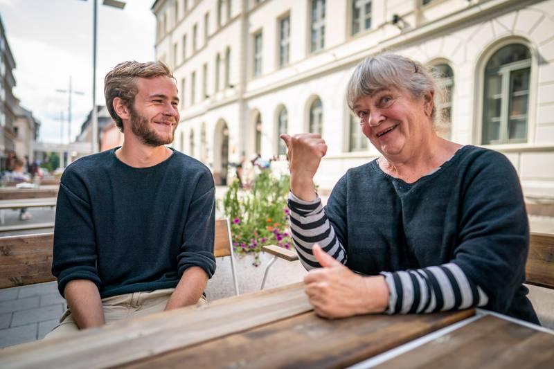 Oslo 20200811.  Skuespillerne Tarjei Sandvik Moe og Anne Marit-Jacobsen er spiller bestemor og barnebarn i komedien Gledelig Jul, som har premiere i slutten av oktober. Foto: Heiko Junge / NTB scanpix