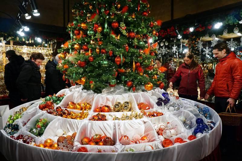 Å handle med seg en liten ting fra Käthe Wolfarts overdådige julehus på Rathausmarkt er en tradisjon for mange tyskere.