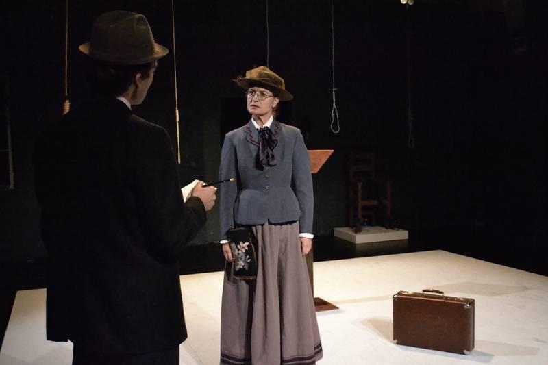 Grusomhetens Teater setter opp «Røde Emma», Jens Bjørneboes ufullendte drama om den amerikanske anarkisten Emma Goldman. Hanne Diserud spiller hovedrollen.