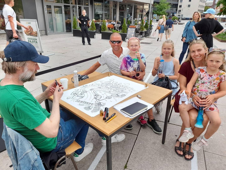 Rune Lian-Haug og Siv Lian-Haug er på ferie med døtrene Oline (8), Martha (10) og Edel (6).