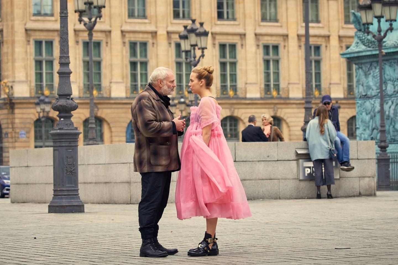Kim Bodnia og Jodie Comer fra en scene i «Killing Eve». FOTO: HBO