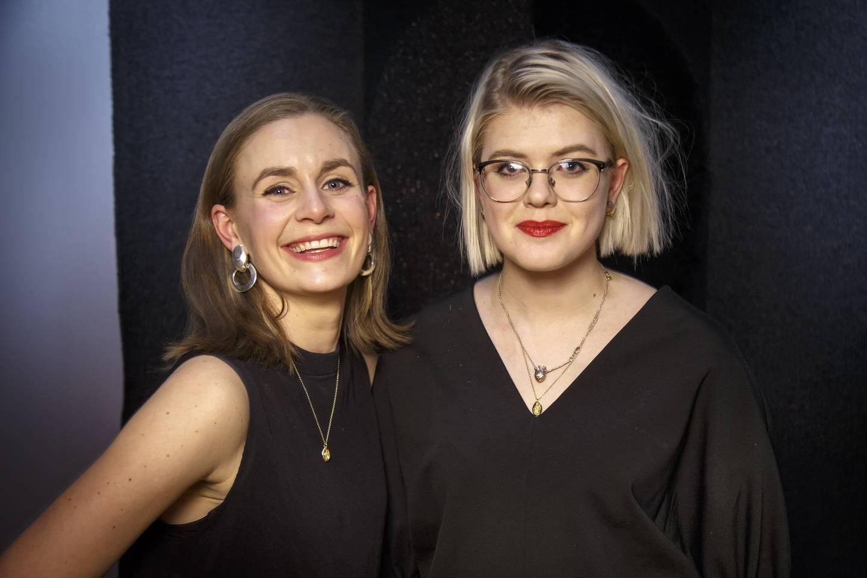 Legene Nina Brochmann og Ellen Støkken Dahl gir nå ut sin tredje bok sammen. De har skrevet den mye omtalte boka Gleden med skjeden.