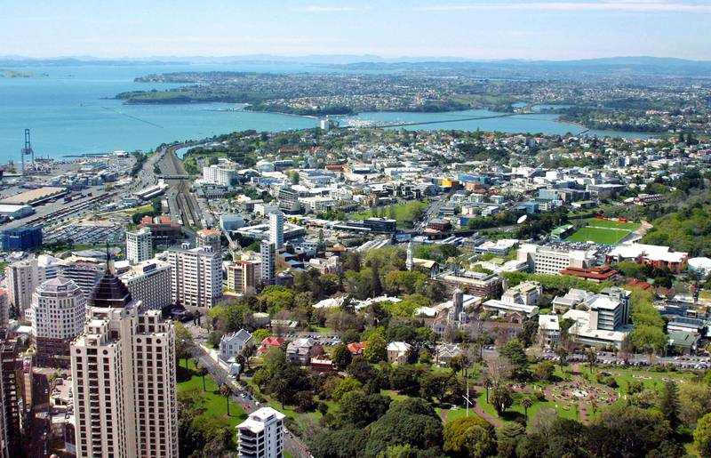 (FILES) Photo taken July 1, 2003 shows the view east from Auckland city's 328 metre tall Sky Tower. Housing values in New Zealand are continuing to sink and new residential building work is declining at the fastest rate in eight years, new data showed March 9, 2009. AFP PHOTO/Dean TREML