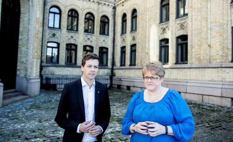 Venstre-leder Trine Skei Grande og KrF-leder Knut Arild Hareide er bekymret for enslige mindreårige asylsøkere som får midlertidig opphold i Norge.
