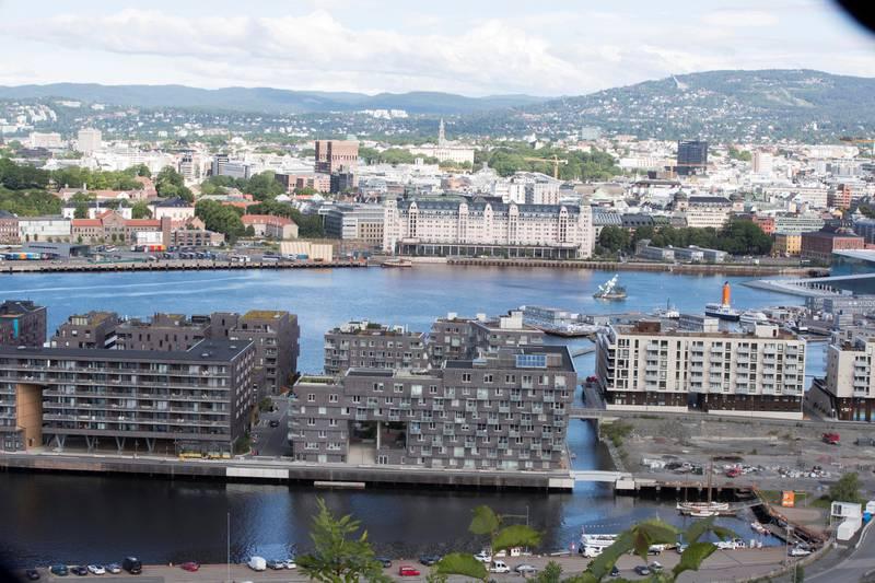 Oslo  20170626.Oslo by sett fra Ekeberg-restauranten. Havnelageret sett fra Ekebergåsen. Sørenga foran.Foto: Terje Pedersen / NTB scanpix