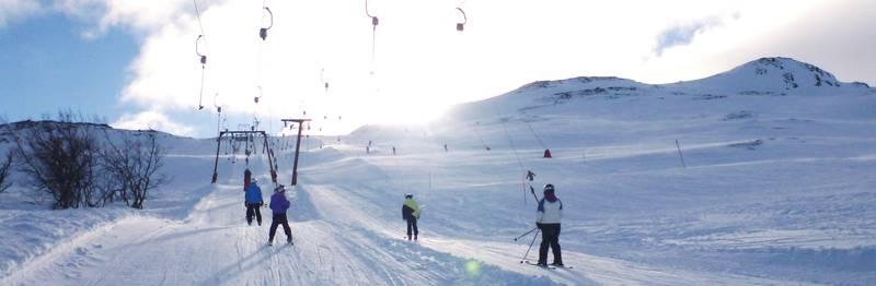 KONTRASTER: Vintersportstedet Hemsedal (øverst) blir knyttet sammen med sommerparadiset Hvaler (nederst) i den nye storregionen Viken, som erstatter dagens Akershus, Østfold og Buskerud.FOTO: NTB SCANPIX