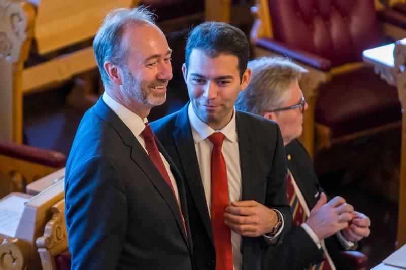 Oslo  20171009. Trond Giske (Ap) (tv) og AUF-leder Mani Hussaini under den høytidelige åpningen av det 162. Storting.  Foto: Heiko Junge / NTB scanpix