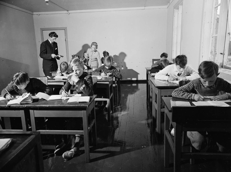 Internatskoler var en viktig del av de norske myndighetenes fornorskingspolitikk overfor samene. Dette bildet fra 1952 er tatt ved Europas nordligste internatskole, på Nordkapp i Repvåg.