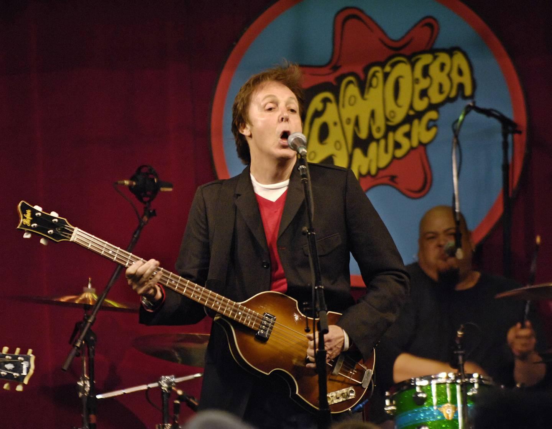Paul McCartney klarte seg bra som 64-åring.