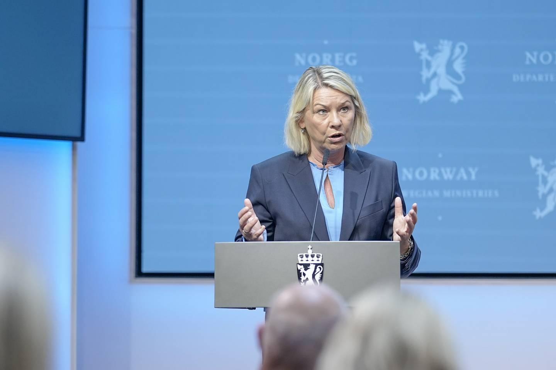 Justis- og beredskapsminister Monica Mæland under regjeringens pressekonferanse sist fredag om gjenåpningen av Norge.