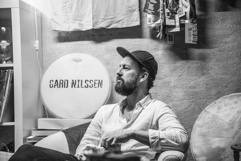 Gard Nilssen sa først takk, men nei takk til å lage en hyllestkonsert for Jon Christensen. Men så endret han mening. Nå hylles trommisen, som døde 18. februar 2020, med hele sju konserter på Moldejazz.