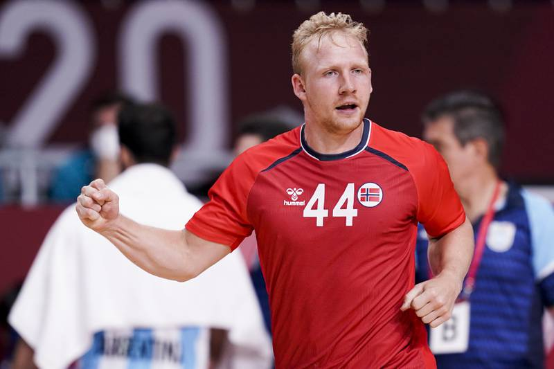 Norges Kevin Gulliksen jubler etter scoring under håndballkampen for herrer mellom Norge og Argentina i Yoyogi National Stadium under OL i Tokyo 2021.