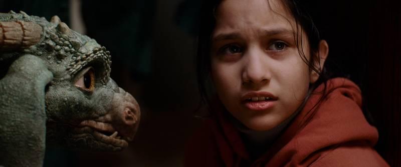 11-årige Sara (Isha Zainab Khan) er på flukt fra politiet når hun havner i samme hus som en like venneløs drage, i «Dragevokterens jul».