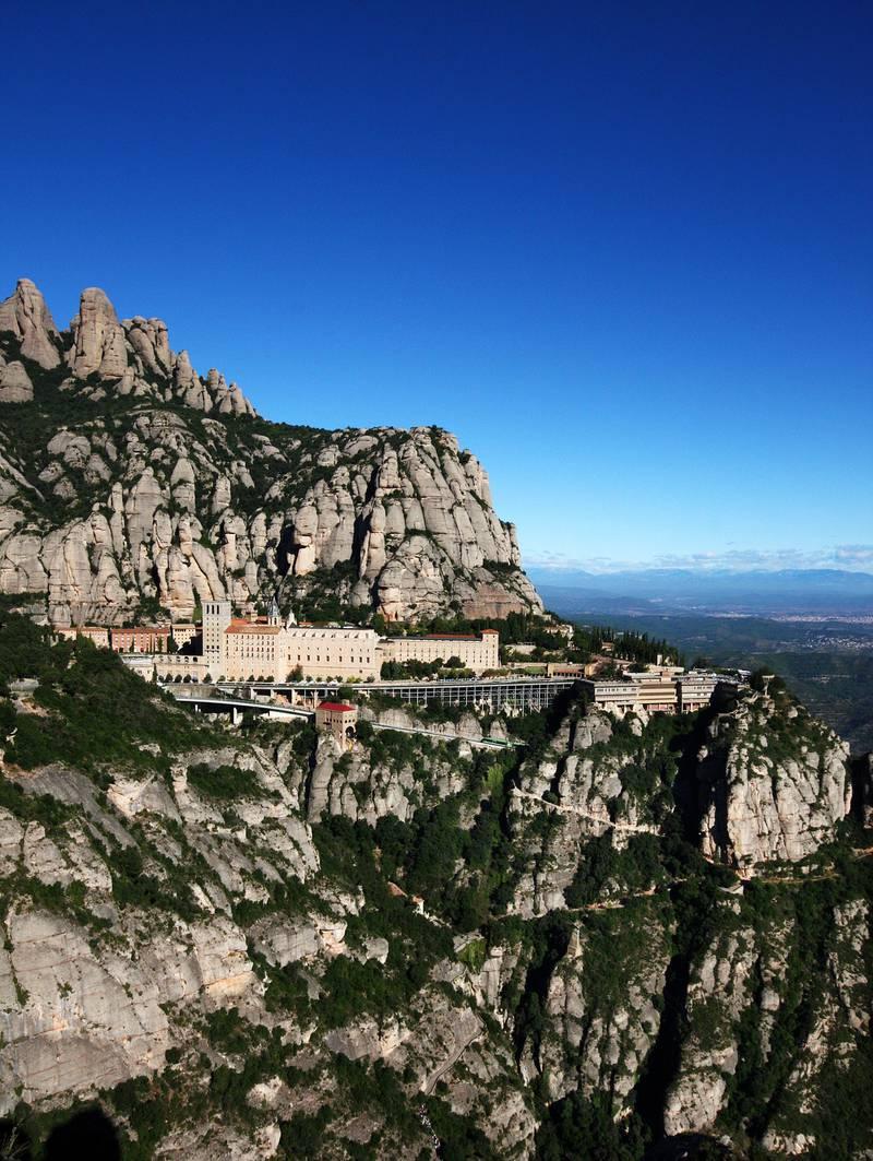 Du trenger ikke være kristen for å finne roen i et kloster, som her på Montserrat i Spania. FOTO: CHIRSTINE BAGLO