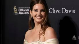 Lana Del Reys univers og estetikk: «Ren harselering med den amerikanske drømmen»