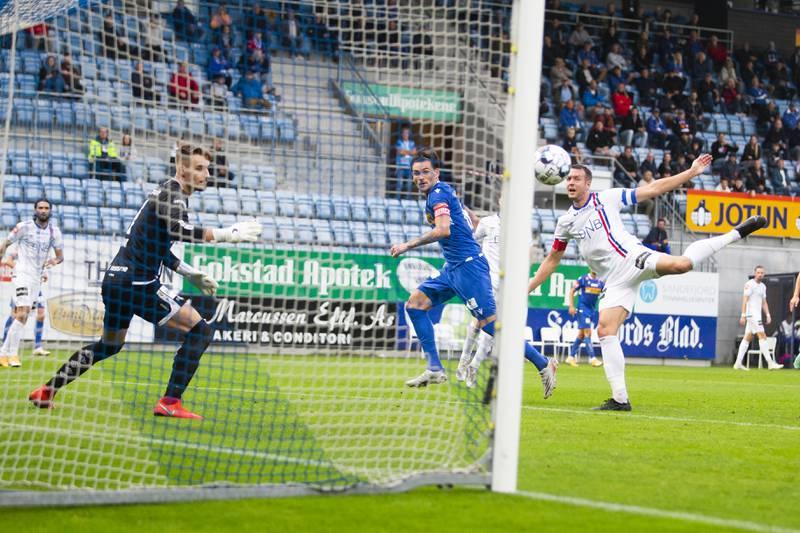 William Kurtovic scorer for Sandefjord mot Vålerenga. Foto: Trond Reidar Teigen / NTB