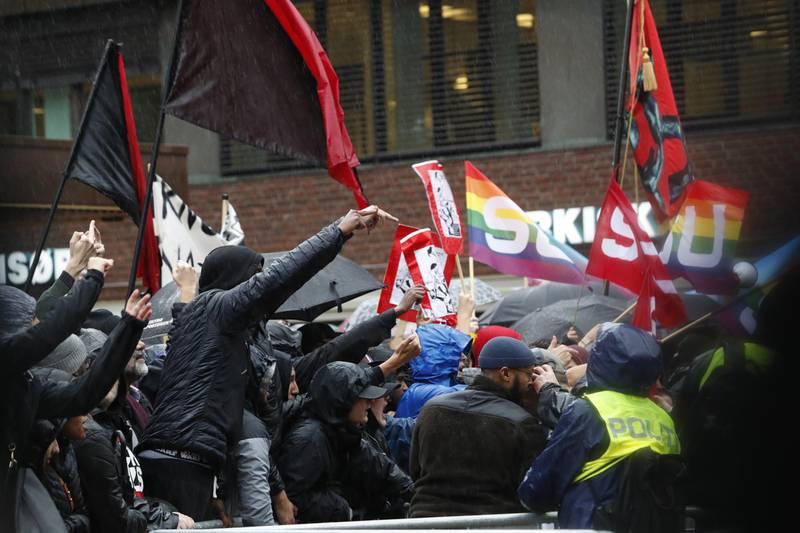 Oslo 20190928.  Stopp islamiseringen av Norge (SIAN) ble møtt med motdemonstrasjon  under markeringen  på Tøyen i Oslo lørdag. Foto: Terje Bendiksby / NTB scanpix