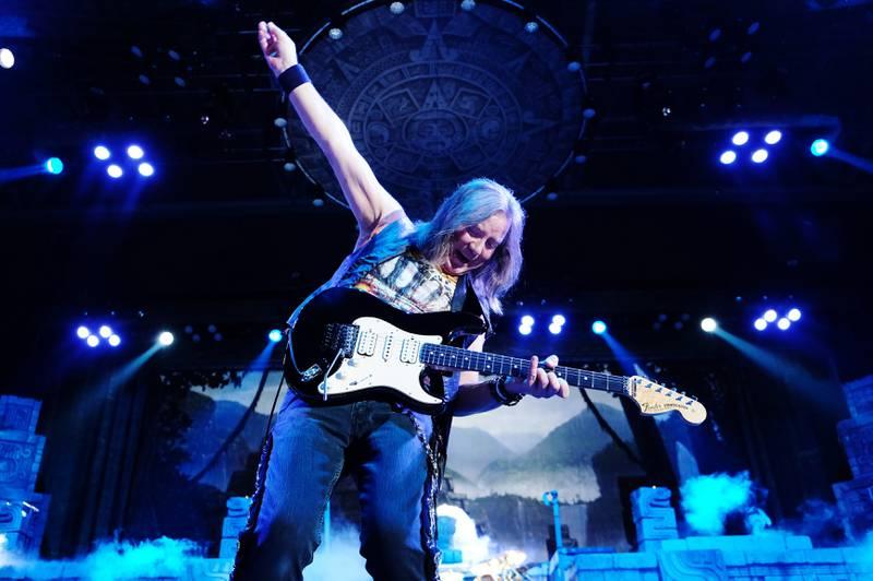 Dave Murray setter alltid et eget preg på Iron Maidens konserter.