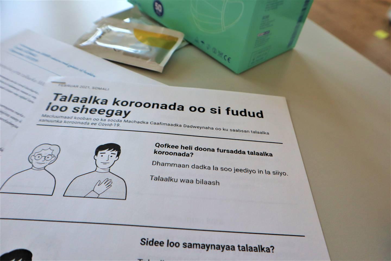 Drammen Sanitetsforeningen jobber nå med å spre kunnskap om koronavaksinen på forskjellige språk.