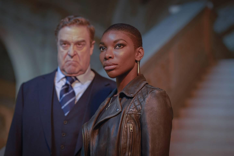 John Goodman og Michaela Coel har hovedrollene i Hugo Blicks TV-thriller.