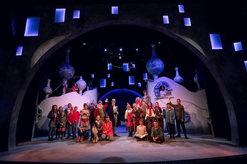 «Snøfall»-ensemblet på scenen i fjor. Får de starte julesesongen i år? Foto: Bård Gundersen/Oslo Nye