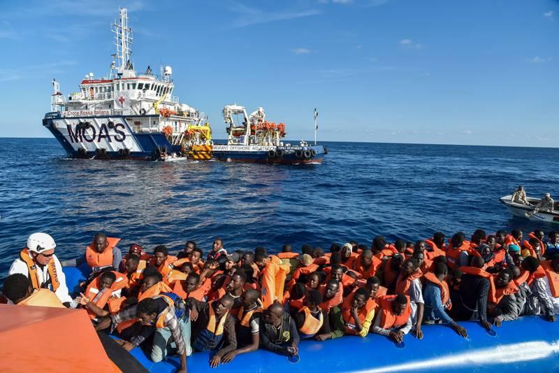 2016 ble rekordår i antall migranter og flyktninger som reiste over Middelhavet til Italia. EU har arbeider med avtaler med en rekke afrikanske land som skal hindre migrasjon og samtidig støtte de afrikanske landene økonomisk. Disse menneskene ble reddet utenfor den libyske kysten på vei nordover.