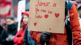 «Gratulerer med dagen til alle landets kvinner og beklager at dere fortsatt diskrimineres i norsk arbeidsliv»