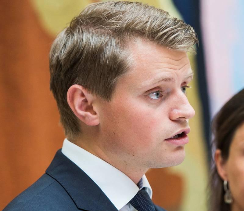 Høyres justispolitiker Peter Frølich har lite til overs for HRS, men vil av prinsipp beholde en form for støtte.
