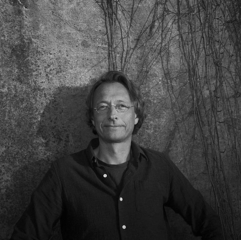 Jobben er et av få holdepunkter i livet til hovedkarakteren i Bjørn Olaf Johannessens nye roman. – Det å være virksom og produktiv er nok instinktivt viktigere for oss enn hva vi er klar over, sier Johannesen.