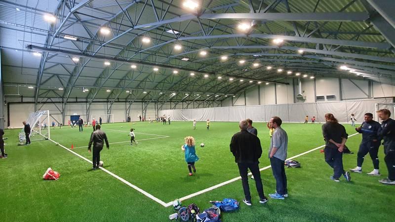 Grei åpner offisielt sin nye fotballhall først torsdag kveld, men allerede bugner det med liv i Groruddalens nye samlingspunkt.