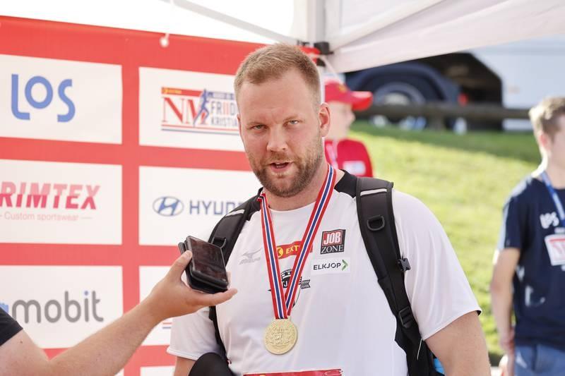 Eivind Henriksen tok medaljer i både diskos, slegge og kule i NM i helgen. Han ser fram til å kunne satse fullt på idretten. Foto: Tor Erik Schrøder / NTB