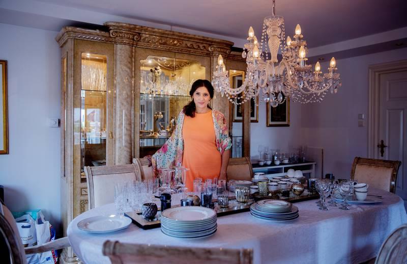 Loveleen Rihel Brenna arrangerer ofte politiske salonger hjemme i stua på Jessheim. – Når jeg vil ha mer kunnskap på et område, inviterer jeg biblioteket hjem til meg.