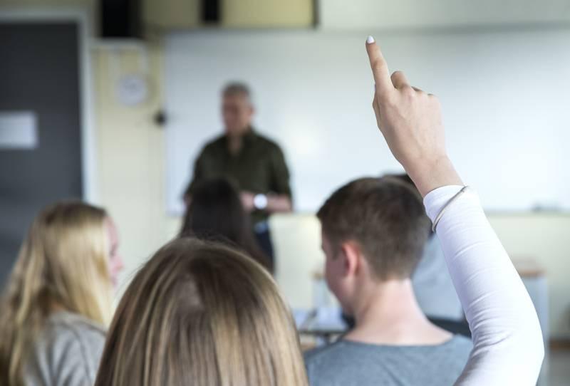Regjeringen driver med dobbeltkommunikasjon når det gjelder elevers fravær i covid-sammenheng i tiden framover, ifølge Oslo-rektor. Illustrasjonsfoto: Berit Roald / NTB