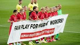 Stor menneskerettighetsmarkering da landslaget i fotball vendte hjem