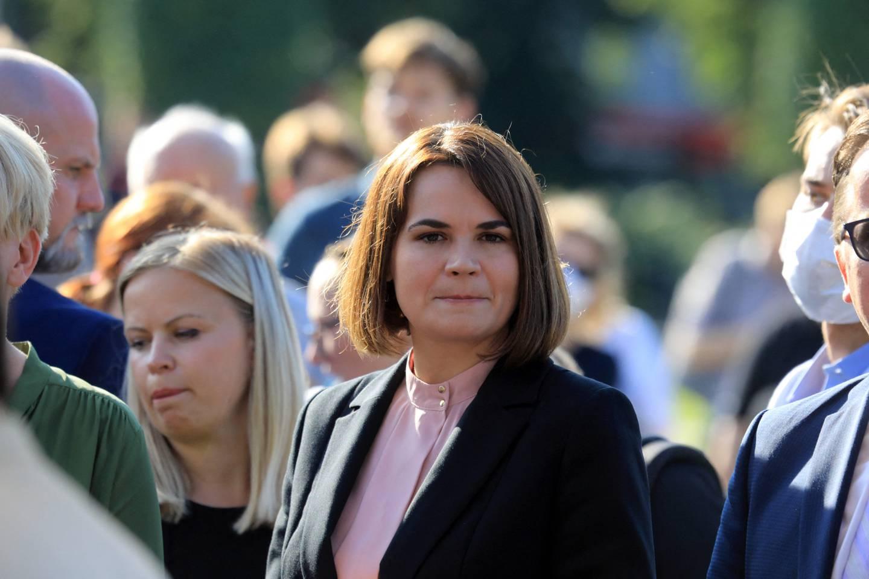 Opposisjonsleder Svetlana Tikhanovskaja deltok nylig under en demonstrasjon i Lituaen. Torsdag kommer hun til Norge,  og dagen etter skal hun blant andre møte utenriksministeren og Yara-sjefen.