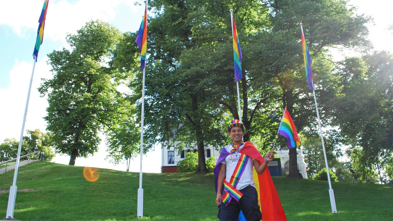 David Ernesto under åpningen av Fredrikstad Pride 2021.
