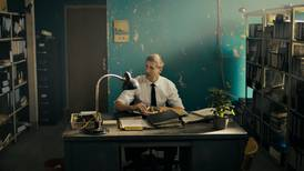 Bent Hamers «The Middle Man» er en lummer kommentar til et samfunn i forvitring