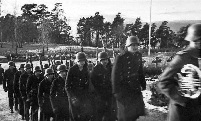 Krigskirkegården var et viktig seremonisted for den tyske okkupasjonsstyrken. Fra fotoalbum fra tysk soldat i Norge 1940-1945.