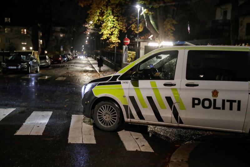 Oslo 20201113.  Politiet leter etter gjerningspersoner etter at en person ble ranet og stukket med kniv på Frogner i Oslo fredag kveld. Foto: Vidar Ruud / NTB