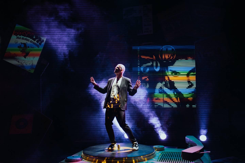 Denne mannen kan boogie. «Are Kalvø toppar VG-lista» blir først å se på Det Norske Teatret, siden blir et turné med Riksteatret.