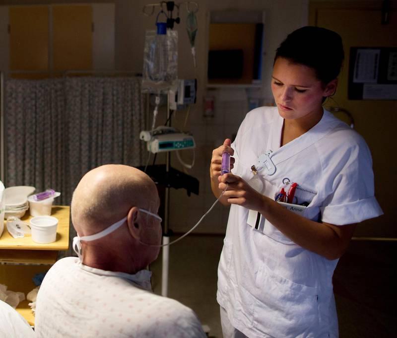 Mange norske sykehus har for lite kapasitet i forhold til behovet. Beleggsprosenten kan over lengre perioder være på 100, og enkelte avdelinger har opp mot 120 prosent belegg, skriver Stine Hjerpbakk.Foto: Tore Meek/NTB scanpix