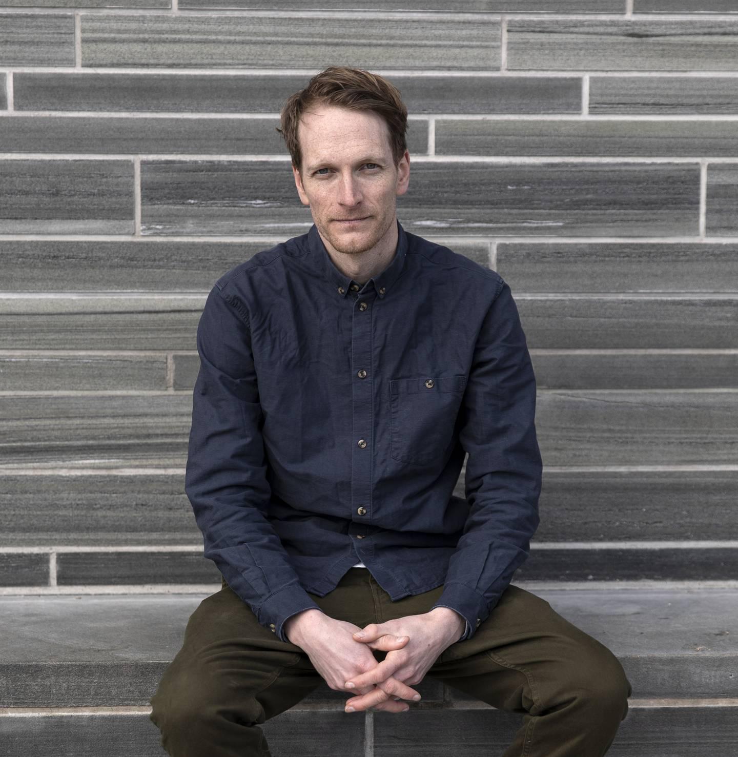 Emil Trier har skrevet manus til og regissert kinodokumentaren «Stol på meg».