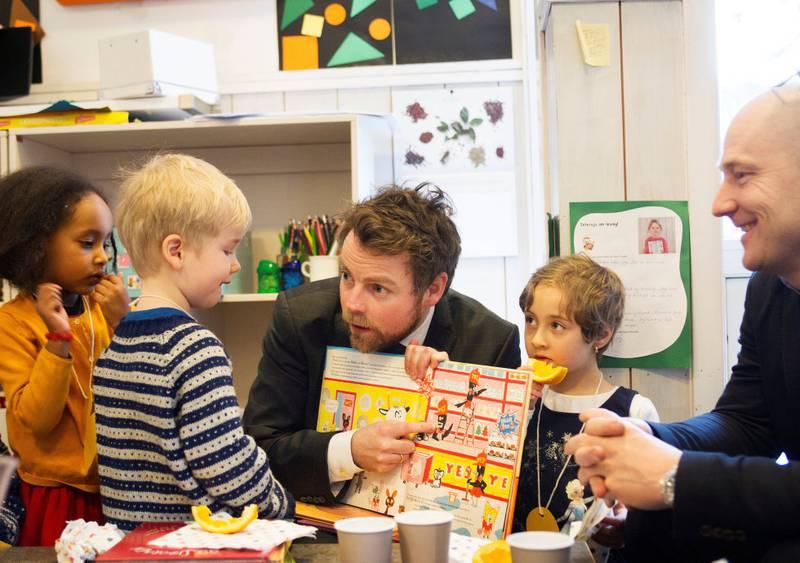 TIDLIG NOK?: Kunnskapsminister Torbjørn Røe Isaksen mener at frafall i videregående skole starter den dagen barna begynner i barneskolen. Men er dette tidlig nok, spør kronikkforfatterne. FOTO: ARNE OVE BERGO